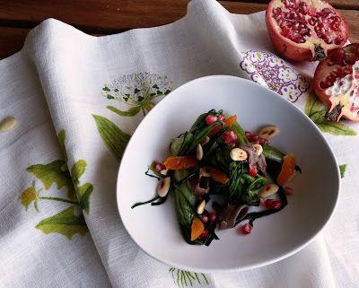 insalata di puntarelle con acciughe e frutta secca