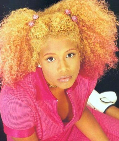 Kelis' Hair - pink, orange and blonde blend.