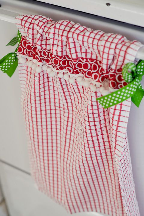 Stay Put Towels....sew ribbons on edge and a few inches down the towel then tie onto oven door. NEED these with a toddler in the house!