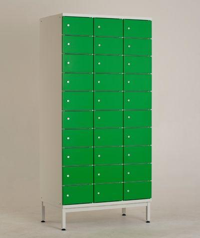 LK10 lokerokaapin vakiovarusteisiin kuuluu Abloy Classic -lukko sekä säätöjalat jalustallisissa lokerokaapeissa. Kaikki kaapit saa myös ilman jalustaa. Jalustattomat lokerokaapit voidaan asentaa SO-sokkelin tai PP-jalustapenkin päälle - myös seinäkiinnitys on mahdollinen lisävarusteena saatavan seinäkiinnityssarjan avulla.  www.punta.fi