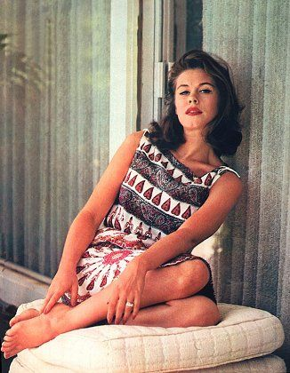 Young Elizabeth Montgomery, 1961. 60s summer style.
