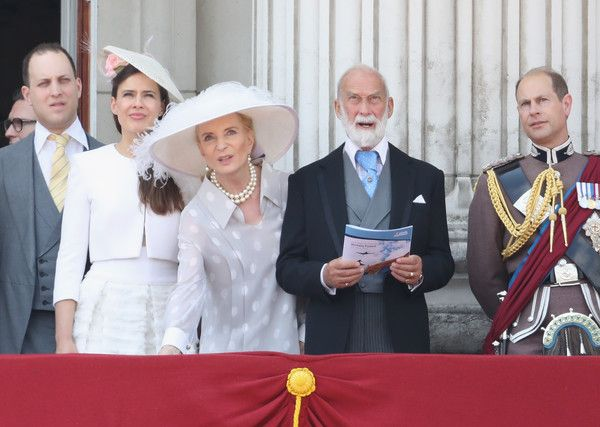 Earl of Wessex Photos Photos - (L-R) Lord Frederick Windsor, Sophie Winkleman, Princess Michael of Kent, Prince Michael of Kent and Prince Edward, Earl of Wessex look out from the balcony of Buckingham Palace during the Trooping the Colour parade on June 17, 2017 in London, England. - Trooping the Colour 2017