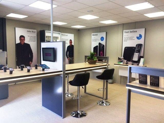 Telecombinatie Zakelijk heeft recent de deuren van haar derde nieuwe vestiging geopend in Amsterdam. Ook voor deze locatie heeft Zwartwoud het retailconcept ontworpen en de gerealiseerd.