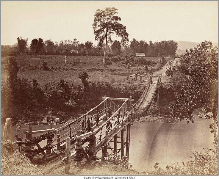 Hangbrug over de Brantas rivier. Malang 1920-1930