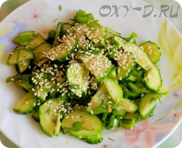 Салат из огурцов с кунжутом