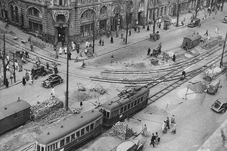 Mannerheimintie 1951. Raitiokiskotöitä.