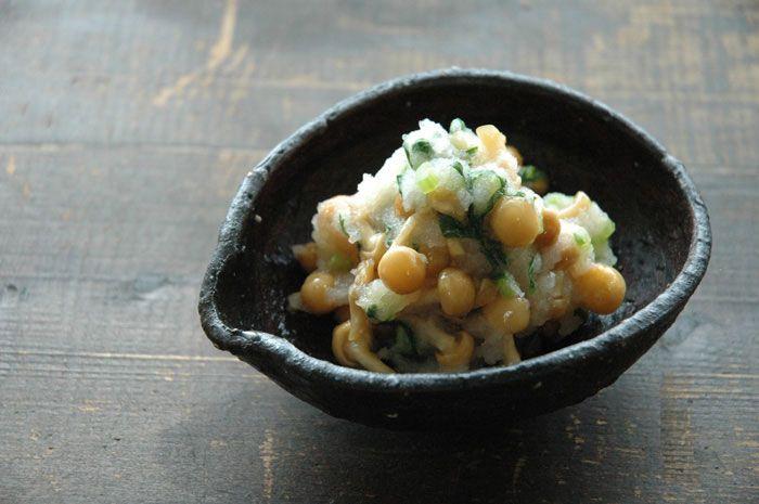 いちばん丁寧な和食レシピサイト、白ごはん.comの『なめこおろしの作り方』を紹介するレシピページです。ごはんにかけて食べると止まらない美味しさです!大根葉がなければ、ねぎや三つ葉、モロヘイヤなどを加えるとよいです。写真付きで『なめこおろしの作り方』を詳しく紹介しています。