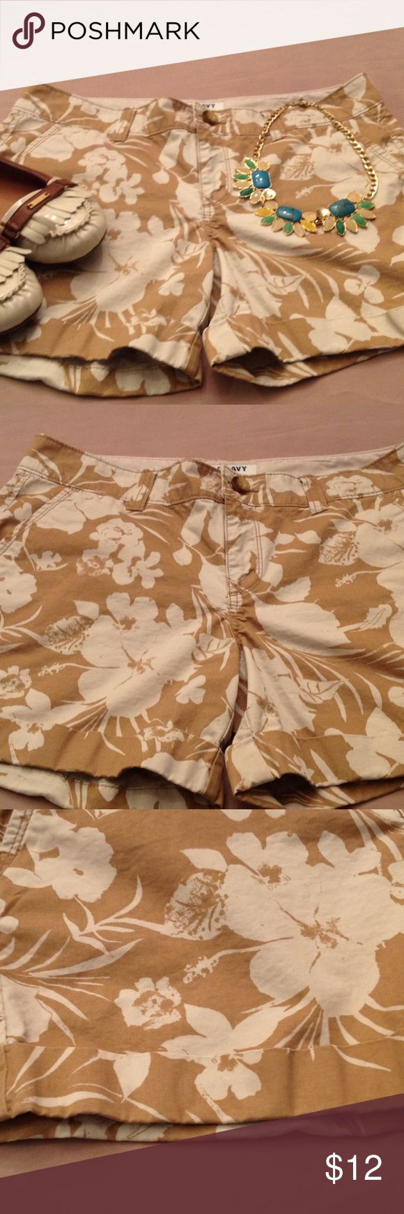 Old Navy shorts, Size 8......Cute!💝 Really cute beige and white Old Navy shorts. Old Navy Shorts