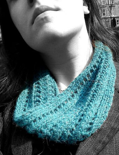 A simple and quick-to-knit cowl, using one skein of aran ...