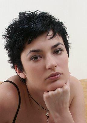 korte-kapsels-krullend-haar-tCzY