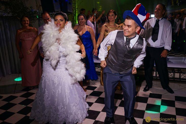 #weddingphotojournalism #noivos #novios #bride #groom #dança #dancanoivos #buffetmarcante #weddingbrazil #weddingphotography #sonyimages #a7ii #brprofessionalphotographers