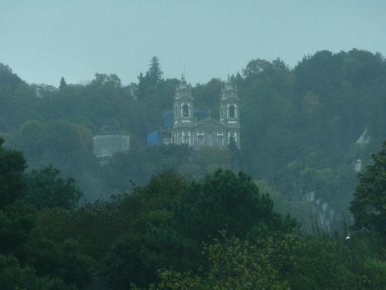 Santuario visto con zoom desde el hotel Meliá Braga