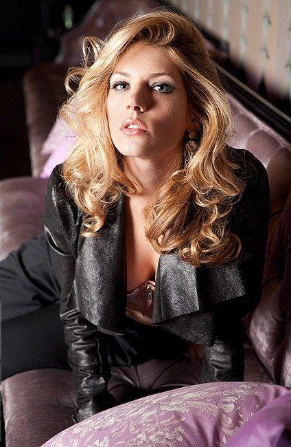 katheryn winnick the Vikings Series Sheild maiden beautiful actress nice coat