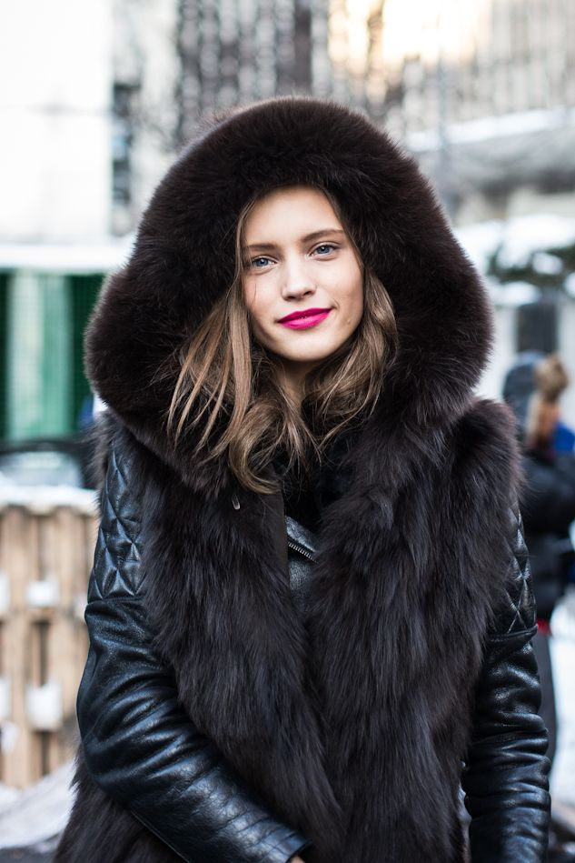 The lipstick adds a pop of color to this monochrome attire. Loving the fur