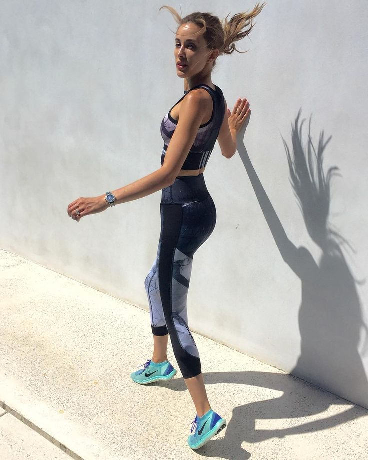Rebecca Judd.. wearing Jaggad top and high waisted leggings, with Nike trainers.. #stylethebump #fitbump