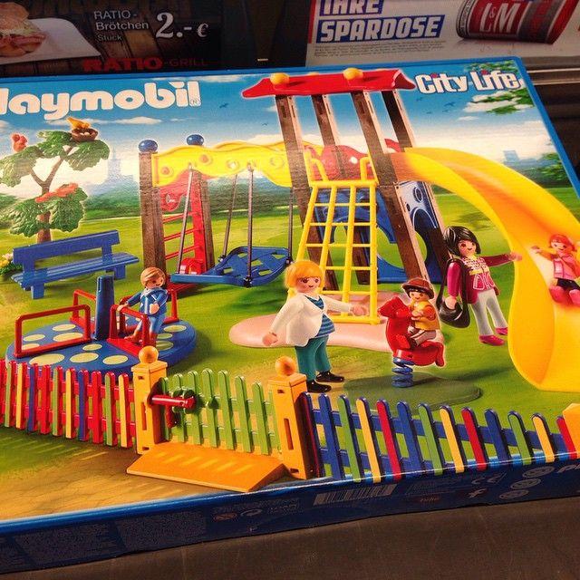 #playmobil #spielplatz :) wird auch gretchen freuen etwas spielplatz zu Hause zu haben, wenn schon bei dem Wetter man nicht sooft hingehn kann. Wann is noma #weihnachten? Danke an Tante @isi_bisi12