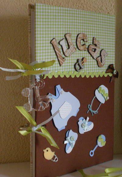 Livro de assinaturas. A decoração e as cores do livro podem ser alteradas de acordo com a ocasião e gosto do cliente. Tamanho 16x21 cm (caderno pequeno- folha metade da A4) 30 páginas personalizadas Primeira página decorada Espaço para foto e 4 tag decorativas. Encadernação com argola. Acompanha uma linda sacolinha personalizada Pode ser utilizado para o chá de bebê, nascimento, aniversário, chá de cozinha, 15 anos, casamento... R$ 120,00