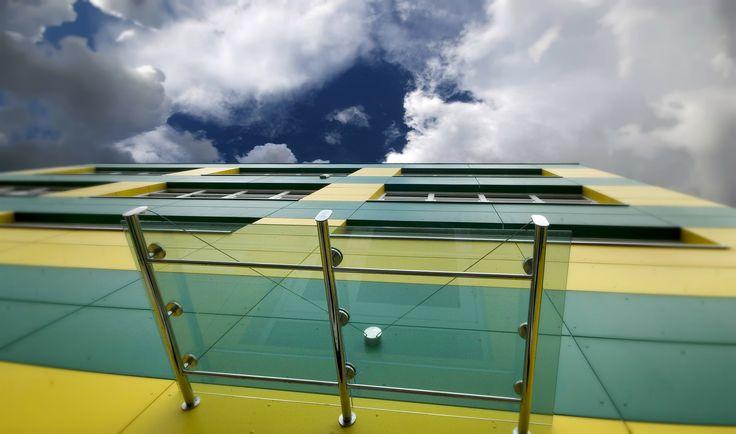 CETRIS FINISH / Façade de bureaux / panneaux bois-ciment