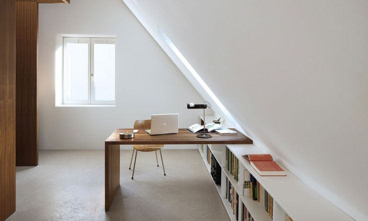 Untuk membuat loteng sebagai kantor minimalis yang unik dan menarik, Anda tidak perlu repot dengan desain yang rumit.  #kantor #kantorminimalis #interiordesign #desaininterior