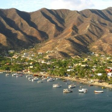 view-over-taganga-diving-in-taganga-tour-santa-marta-colombia-lulo