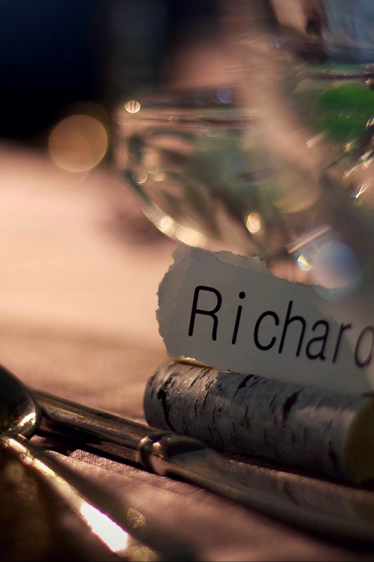 Natural Birch Name Holder is a beautiful natural detail to add to our Prairie Vineyard Collection