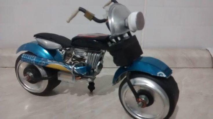 Moto tipo Harley Davidson feita de latinha de refrigerante. Outros modelos em https://web.facebook.com/Miniaturas-de-Motos-440754496290423/