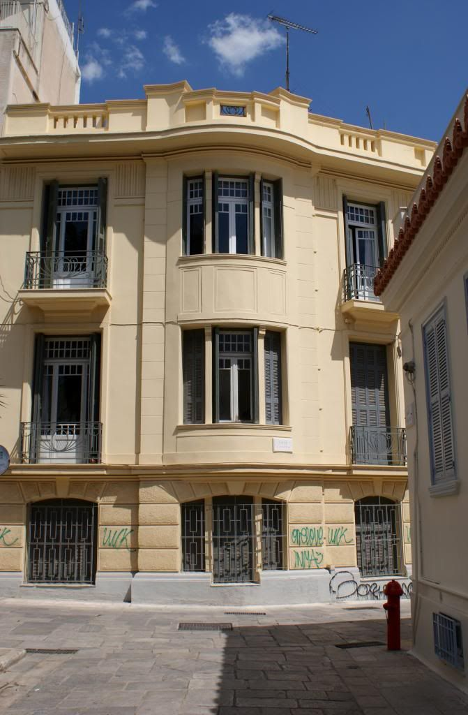Building in Plaka,Thalou str.
