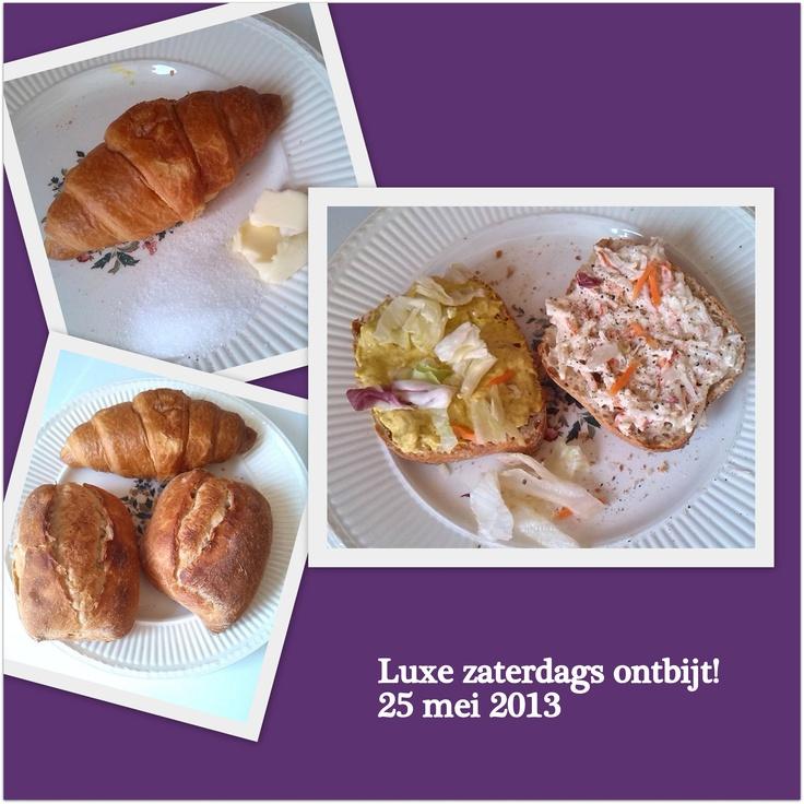 Heerlijk genoten vanmorgen. Broodje krab en kipkerrie salade met sla. En een croissantje met roomboter en suiker. Dat is pas genieten!