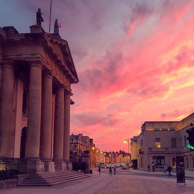 The days are getting darker, but from time to time the Oxford sky offers a particularly spectacular autumnal sunset.  Thanks @gentlenrg for this stunning shot.  #architecture #sunset #travel #beauty