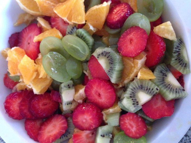 Fredagsslik. Nogen gange trænger man til noget sødt, der er sundt og gir energi. Spis frugten som den er eller tilføj flødeskum, is, chokoladekage eller lign.
