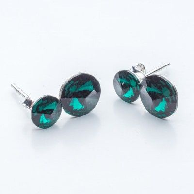 Swarovski Rivoli Earrings 6/8mm Emerald  Dimensions: length:1,5cm stone size: 6mm and 8mm Weight ~ 1,60g ( 1 pair ) Metal : sterling silver ( AG-925) Stones: Swarovski Elements 1122 SS29 ( 6mm ) and SS39 ( 8mm )  Colour: Emerald 1 package = 1 pair