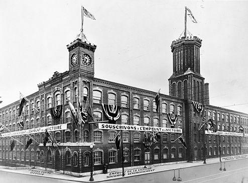 Dominion Corset, [circa1942-1945]. Archives de la Ville de Québec, fonds Compagnie limitée Dominion Corset (N026787).