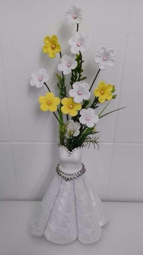 Vestido y flores de goma eva