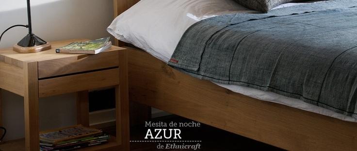 Mesita de noche Azur de Ethnicraft. Mesita de noche de madera maciza de roble, sencilla, con perfectos acabados y muy ligera.