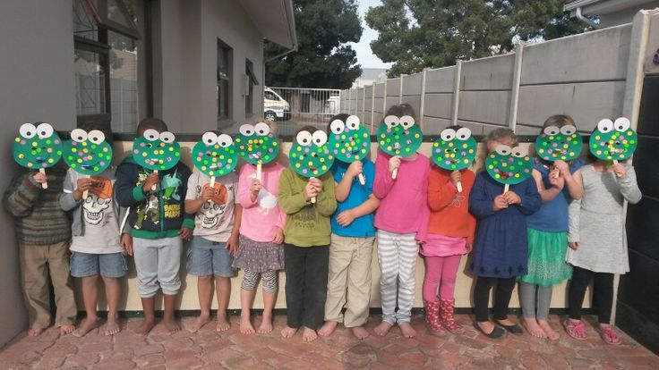 Frogs wth party favour tongues