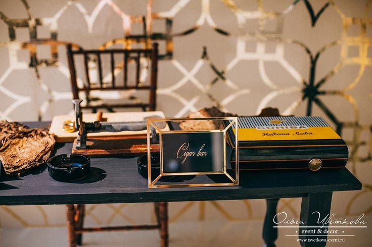 Сигарный бар на свадьбе Фахи и Оли. Профессиональный торседор скручивал сигары из кубинского табака специально для наших гостей.