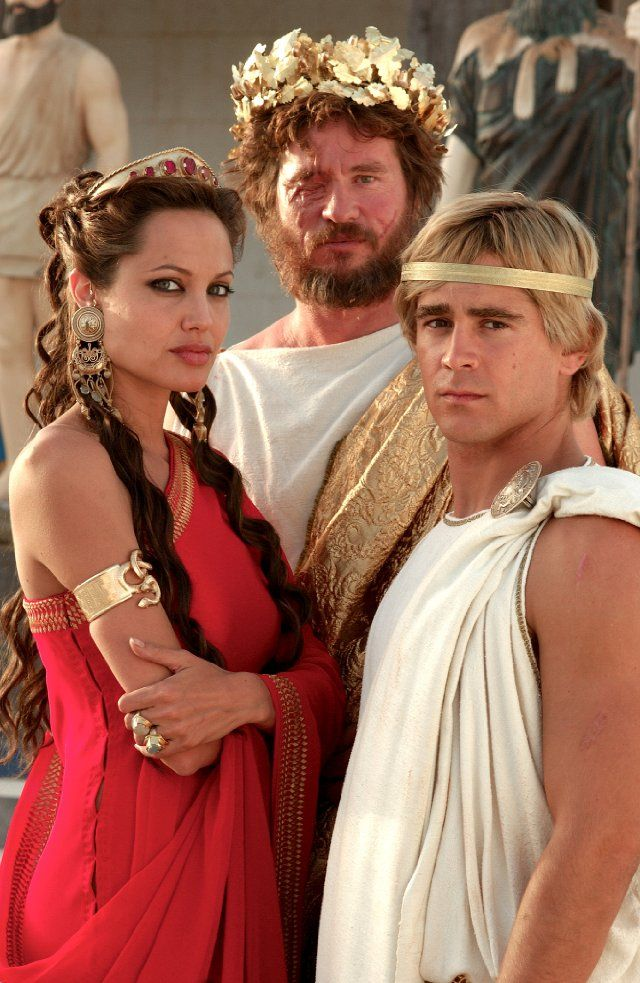 Still of Val Kilmer (Philip), Angelina Jolie (Olympias) and Colin Farrell (Alexander the Great) in Alexander, 2004