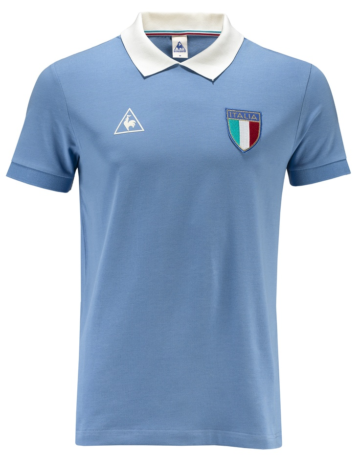 Polo uomo Le Coq Sportif in edizione speciale per gli europei di calcio, con simbolo Le Coq Sportif ricamato e scudetto dell'Italia cucito sul petto. 95% cotone, 5% elastane con colletto in contrasto. Exclusive edition.    Prezzo: 55.00€    SHOP ONLINE: www.athletesworld.it/polo-le-coq-sportif-football-1982-le-coq-sportif-9499042