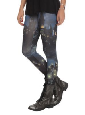 Harry Potter Hogwarts Boats Leggings COLLIN. WHEN WE BLACK FRIDAY SHOP LOOK FOR THESE IN HOT TOPIC. PLEASSSEEE