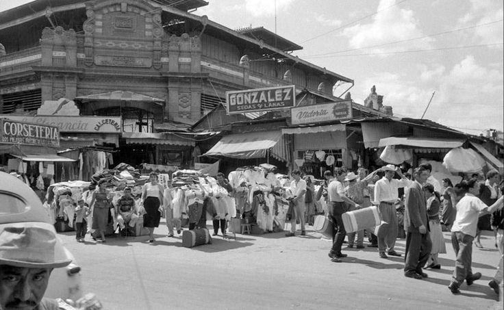 1957 antiguo mercado de La Lagunilla, hoy desaparecido en su lugar encontramos el Deportivo Guelatao.