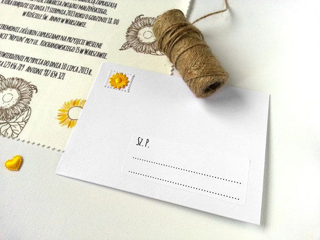 **Pierwsze w Polsce zaproszenia ślubne na bawełnianych chusteczkach!**  Słoneczniki to kwiaty coraz częściej pojawiające się w ślubnych stylizacjach. Jeśli planujesz, wkomponować je w dekorację i...