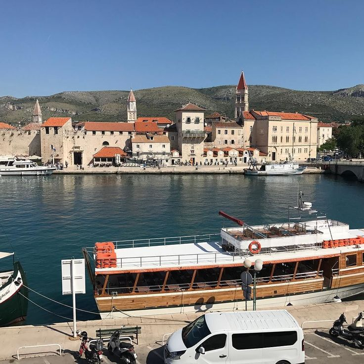 View of the Adriatic Sea. @villasikaa in Trogir. The building is 400 years old but the rooms are a lot younger than this. May is a great time to come here as it can be really crowded June-August. #travelblogger #croatia #CroatiaFullOfLifeTrogir #reise #ferie