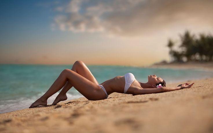 Пляжные развлечения – ну что может быть веселее? Море, солнце, пляж и конечно же песочек. Если у вас наступило время отпуска, то пора задаться основным вопросом: «Что для вас означает отдых на море, и как вы лично собираетесь его проводить?». Самые невероятные и экспериментальные идеи можете написать в комментах, но вот мы предлагаем провести его никак иначе, чем с удовольствием, релаксируя и расслабляясь! http://designersfromrussia.ru/plyajnie-razvlecheniya/