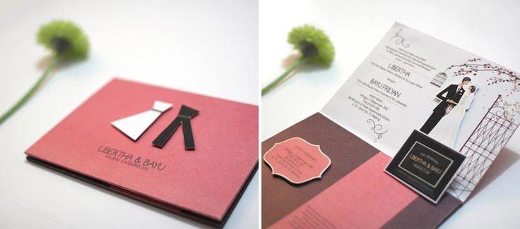 Harga mulai Rp. 13.000,- /pcs untuk pembuatan 500pcs. koleksi lengkap dapat dilihat di: http://studiomainmata.com/undangan-pernikahan-unik-kreatif/