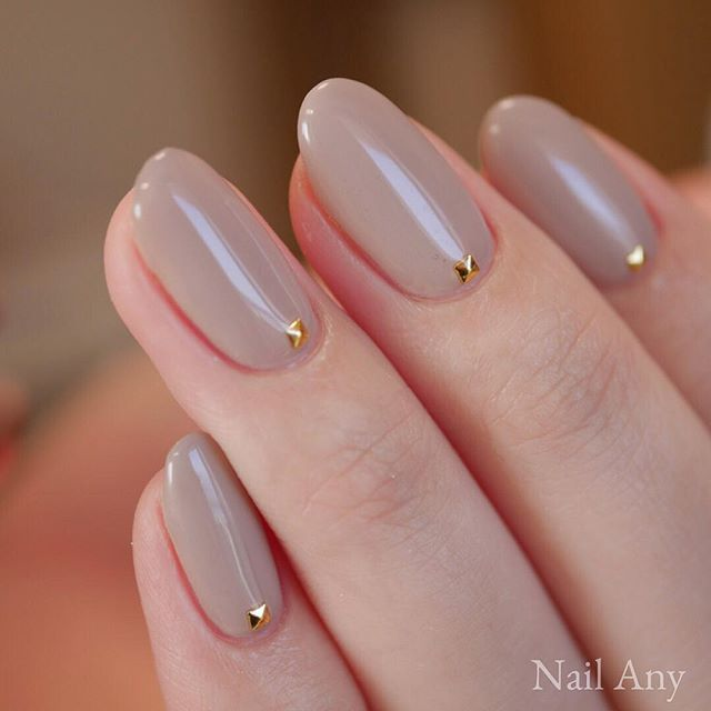 Neutral colored wedding nails with gold gem