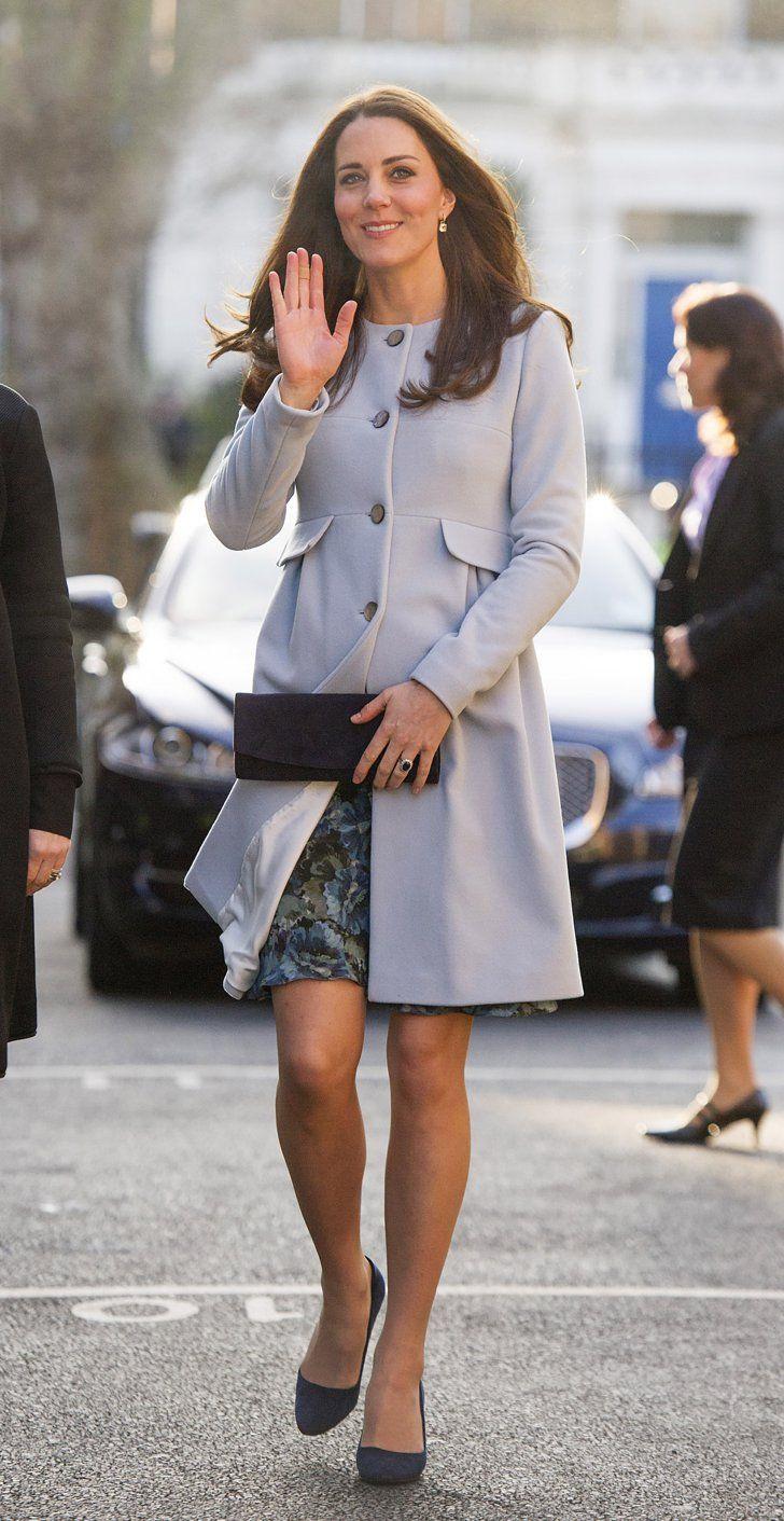 Pin for Later: Kate Middleton ist wirklich die Königin der Schwangerschaftsmode Mantel: Seraphine