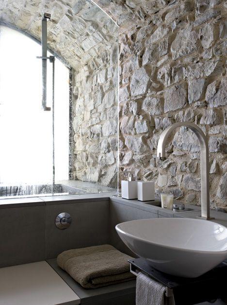 Muri in pietra 20 ispirazioni da sogno arredo idee for La roccia arredo bagno