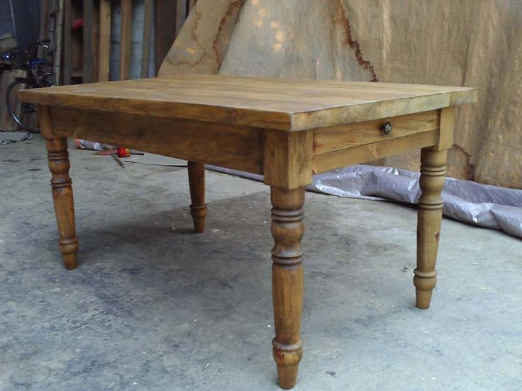 Elegant Antique Wood Dining Tables (800×600)