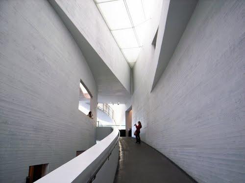 ヘルシンキ現代美術館 KIASMA/Nykytaiteen Museo/Museum of Contemporary Art   |スティーヴン・ホール/Steven Holl Architects
