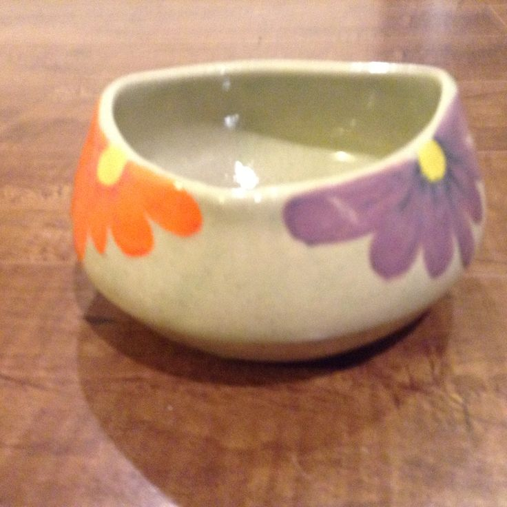 Rounded triangle shaped flower bowl